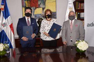 Luis Ros y la ministra Carmen Heredia